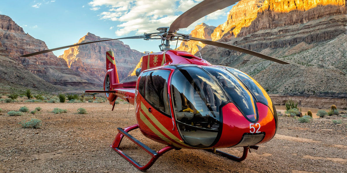 Helicóptero al fondo del Gran Cañon